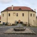 Celoročně můžete navštívit Středočeské muzeum v Roztokách u Prahy a dozvědět se, jak se dříve jezdilo na letní byty do…