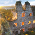 Hrad Dívčí Kámen - monumentální romantická zřícenina rozprostřená na vysoké skále v překrásné přírodě nad soutokem…