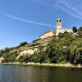 Pozoruhodný barokní zámek Mělník, 🏰 sídlo prastarého šlechtického rodu knížat z Lobkowicz, stojí nad soutokem 💦 Labe a…