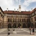 Renesanční zámek Nelahozeves pochází z 16. století a leží nad řekou Vltavou jen 35 km od Prahy. Skvělý tip na výlet. 😊 …