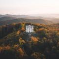 Poutní kostel na Makové hoře a malá vzpomínka na barevný podzim...🍁 no není to nádhera? 😍😍 . 📷 @danielstiborek . . …