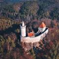 Znáte Kokořín? 🤓 Tento malebný hrad nechal pravděpodobně postavit velmož Hynek Berka z Dubé v první polovině 14.…
