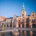 """Na náměstí Míru v Mělníku nedaleko obecního úřadu najdete regionální muzeum…Zde probíhá výstava """"Nespoutaná řeka"""",…"""